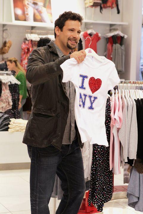 Als George Altman (Jeremy Sisto) eine Packung Kondome bei seiner Tochter Tessa findet - beschließt er mit ihr in einen Vorort von New York zu ziehe... - Bildquelle: Warner Bros. Television
