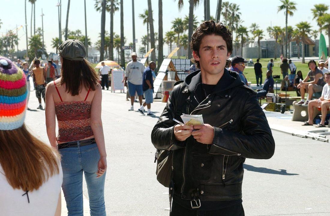 Lorelai verschweigt Rory, dass Jess (Milo Ventimiglia) seit einiger Zeit verschwunden ist, um sie vor den Abschlussprüfungen nicht zu belasten, doch... - Bildquelle: 2002 Warner Bros.