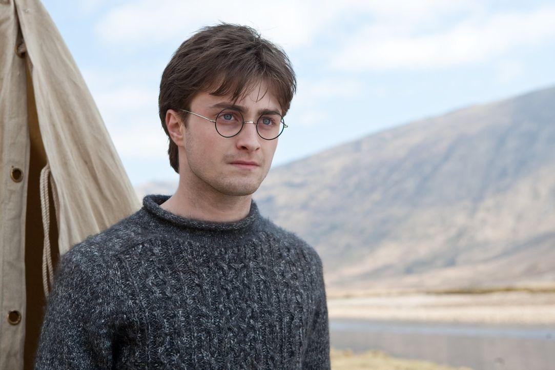 Nach und nach wird Harry (Daniel Radcliffe) bewusst, dass er seinen Freund Dumbledore gar nicht wirklich kannte und trotzdem muss er ihm und seinen... - Bildquelle: 2010 Warner Bros.