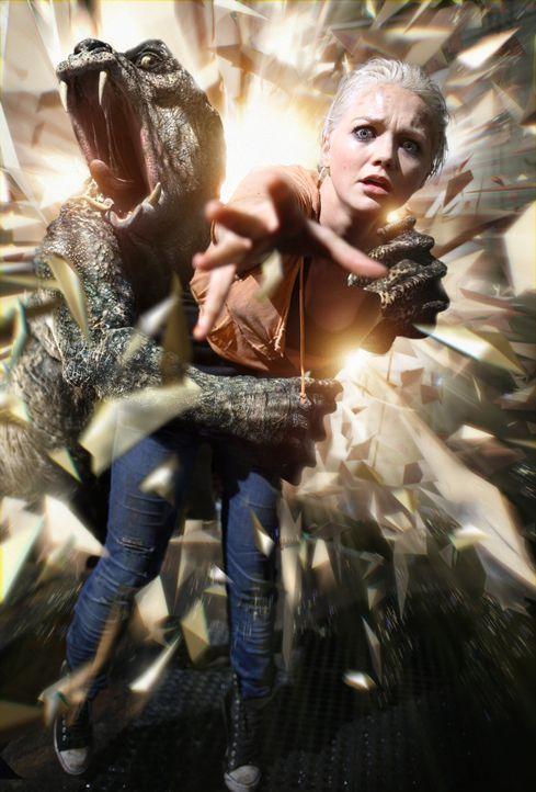 Wird Abby (Hannah Spearritt) sich aus den Fängen der Urzeitmonster befreien können? - Bildquelle: ITV Plc