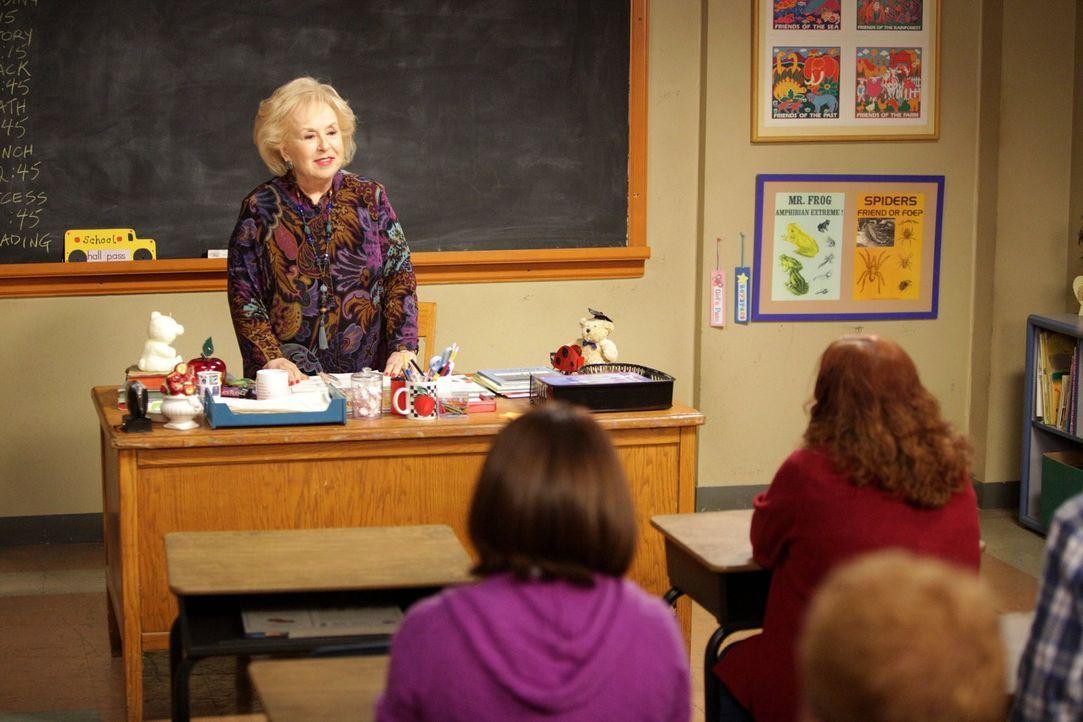 Die fiese Lehrerin Ms. Rinsky (Doris Roberts) hat Brick eine schlechte Note in Mathe verpasst und legt sich jetzt auch noch mit Frankie an ... - Bildquelle: Warner Brothers