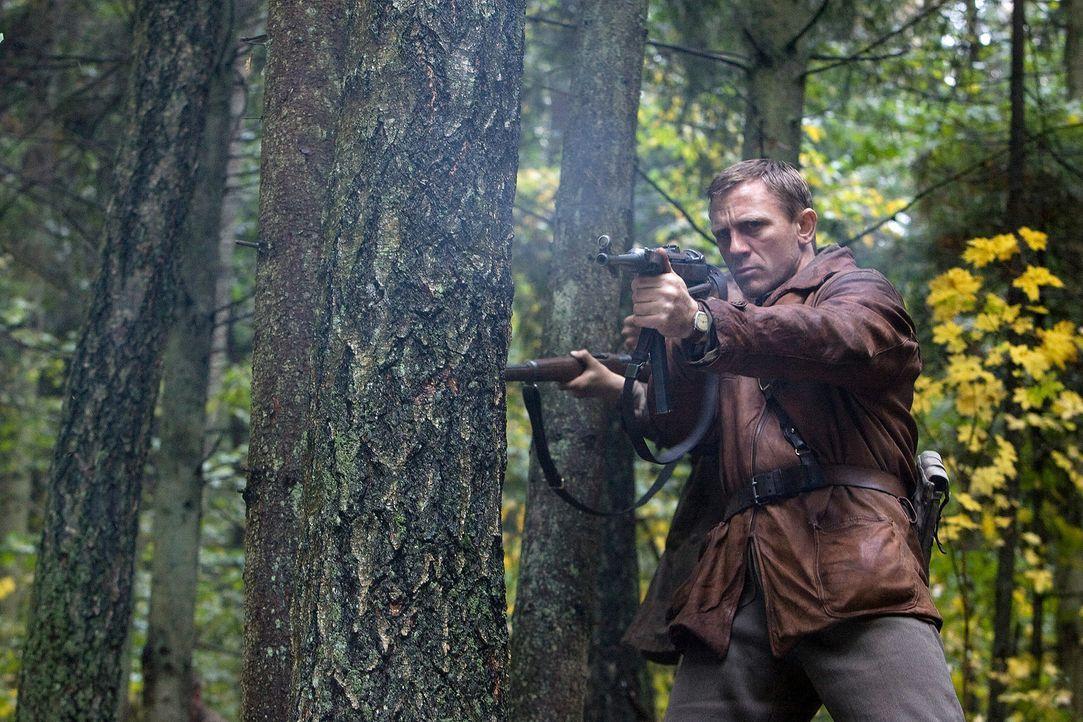 """Wollen sich nicht """"wie Schafe zur Schlachtbank"""" treiben lassen: Tuvia Bielski (Daniel Craig) und seine drei Brüder ... - Bildquelle: 2009 Constantin Film Verleih"""