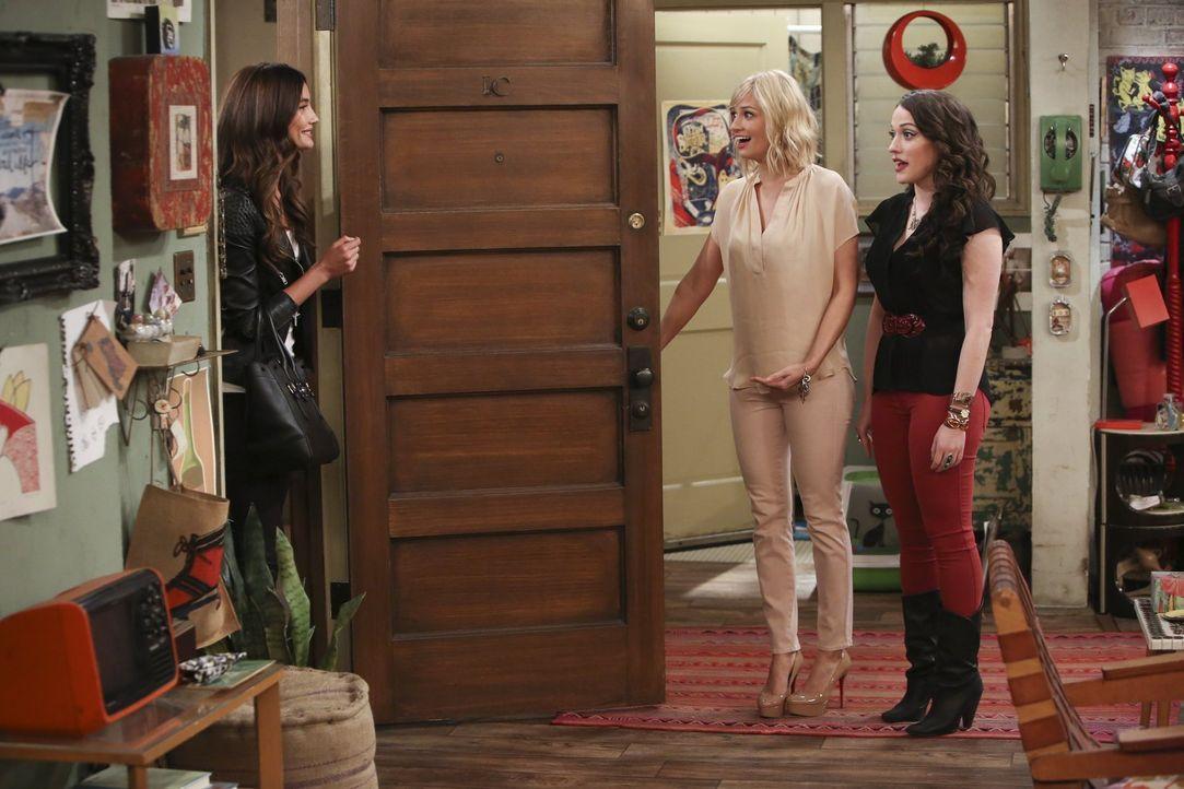 Lily Aldridge (Lily Aldridge, l.) und ihre Freundinnen wollen mal eine ganz authentische Williamsburg-Erfahrung machen und kommen damit bei Caroline... - Bildquelle: Warner Bros. Television