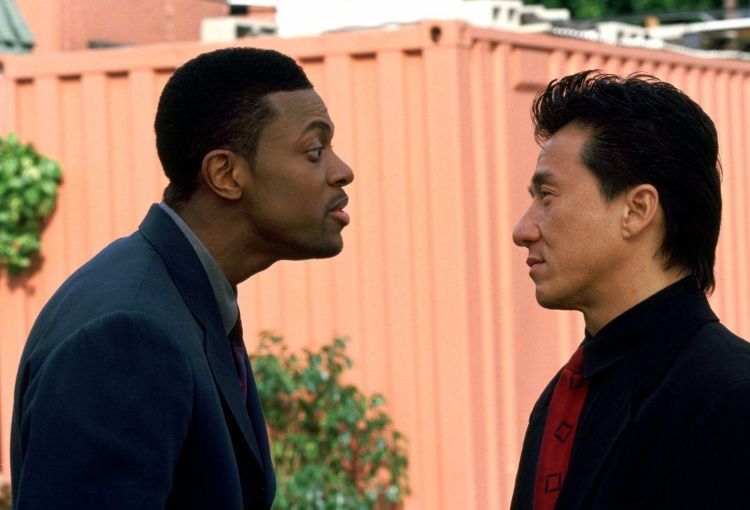 Wenn James Carter (Chris Tucker, l.) eines nicht ausstehen kann, dann ist es ein Partner: Inspektor Lee (Jackie Chan, r.) ... - Bildquelle: Warner Bros.