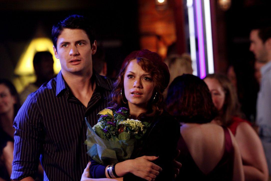 Wie stark hat Renee die Beziehung zwischen Nathan (James Lafferty, l.) und Haley (Bethany Joy Galeotti, r.) wirklich beschädigt? - Bildquelle: Warner Bros. Pictures