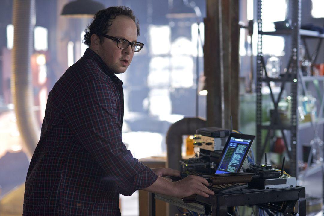 Den Grund für Vincents Blackouts herauszufinden ist das Ziel von J.T. Forbes (Austin Basis) ... - Bildquelle: Sven Frenzel 2012 The CW Network, LLC. All rights reserved.