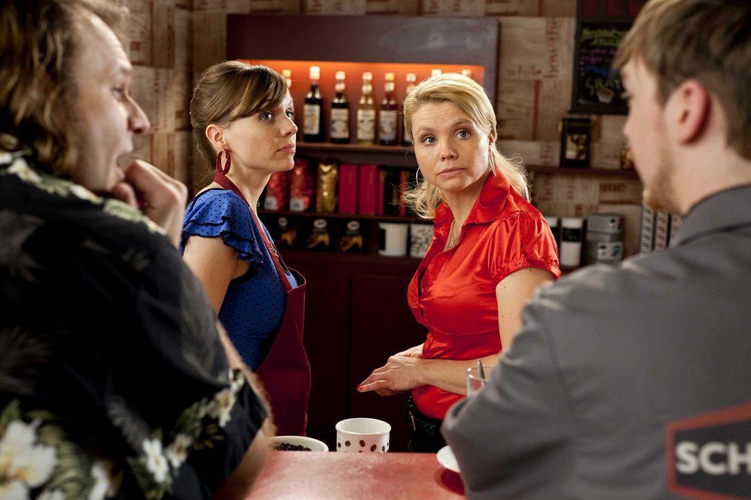 Während Danni (Annette Frier, 2.v.r.) einen neuen Mandanten hat, überlegt Bea (Nadja Becker, 2.v.l.), ob sie das Angebot ihres neuen Freundes, ein... - Bildquelle: Frank Dicks SAT.1