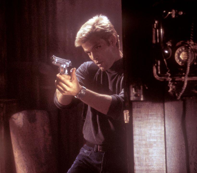 Auf der Suche nach Kim geht Connor (Casper Van Dien) ein großes Risiko ein. Die Gefühle, die er noch immer für seine Ex-Freundin empfindet, lasse... - Bildquelle: 2000  MUSE PRODUCTIONS (TRACKER) INC.
