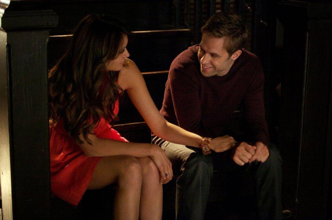 Nach und nach wird Elena (Nina Dobrev, l.) klar, wie viele Gemeinsamkeiten sie und Aaron (Shaun Sipos, r.) haben ... - Bildquelle: Warner Brothers
