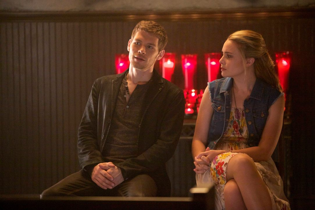 Klaus und Cami kommen sich näher - Bildquelle: Warner Bros. Entertainment Inc.