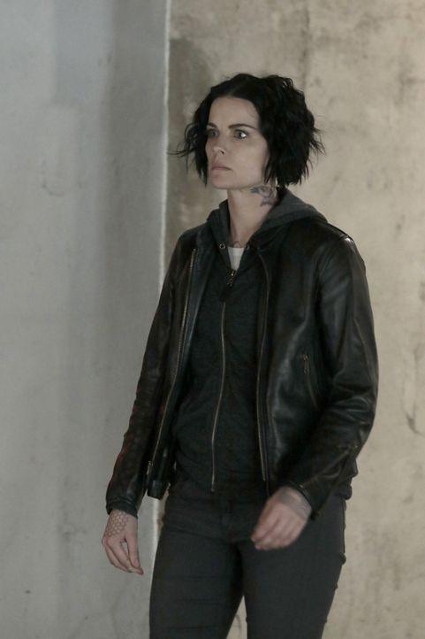 Kann Jane (Jaimie Alexander) dem Schatten aus ihrer Vergangenheit, Oscar, trauen? - Bildquelle: Warner Brothers