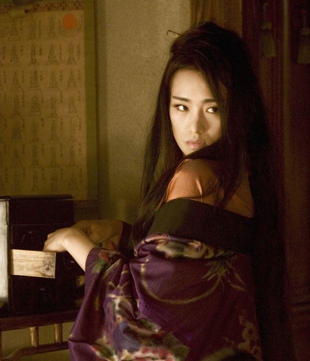 Die einst so erfolgreiche Geisha Hatsumomo (Li Gong), Liebling vieler reicher und berühmter Männer, muss erleben, wie schnell und tief ein Absturz e... - Bildquelle: 2005 Sony Pictures Television International.