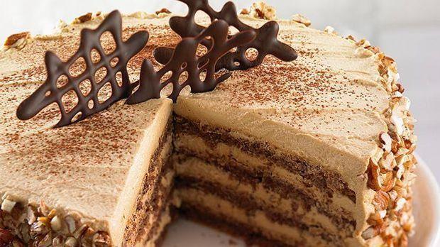 Nougat-Torte mit Walnüssen