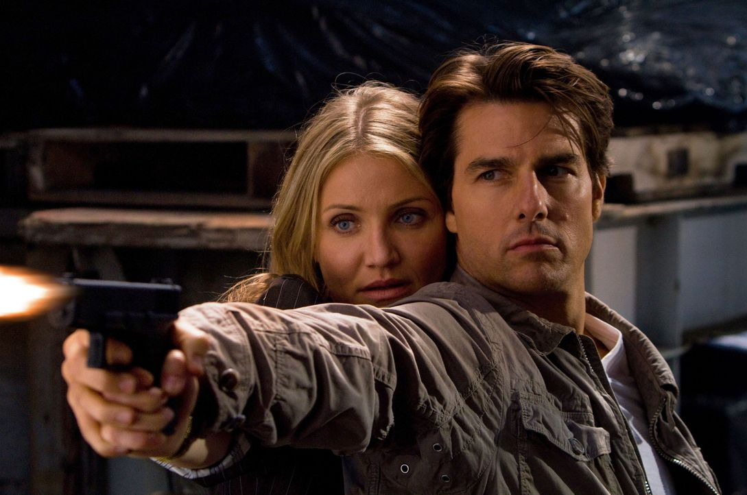 Das CIA, das FBI und ein skrupelloser Waffenhändler haben sich an ihre Fersen geheftet: June (Cameron Diaz, l.) und Roy (Tom Cruise, r.) ... - Bildquelle: Frank Masi TM and   2010 Twentieth Century Fox and Regency Enterprises.  All rights reserved.  Not for sale or duplication.