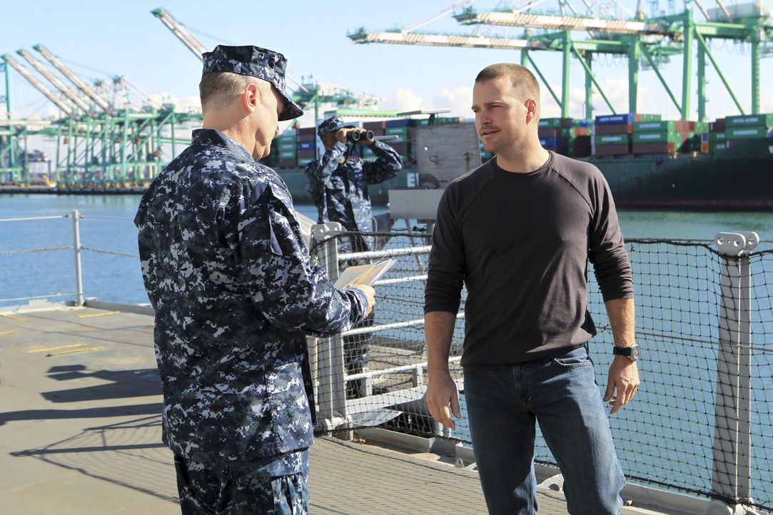 Bei den Ermittlungen in einem neuen Fall: Callen (Chris O'Donnell, r.) ... - Bildquelle: CBS Studios Inc. All Rights Reserved.