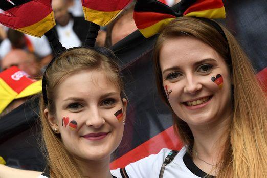 German_Girls_PA_81412956 - Bildquelle: DPA / Georgi Licovski