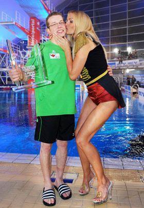 """Im Jahr 2007 war Kraus die Zirkusdirektorin in der Gala Stars in der Manege im Münchener """"Zirkus Krone"""".   - Bildquelle: dpa"""