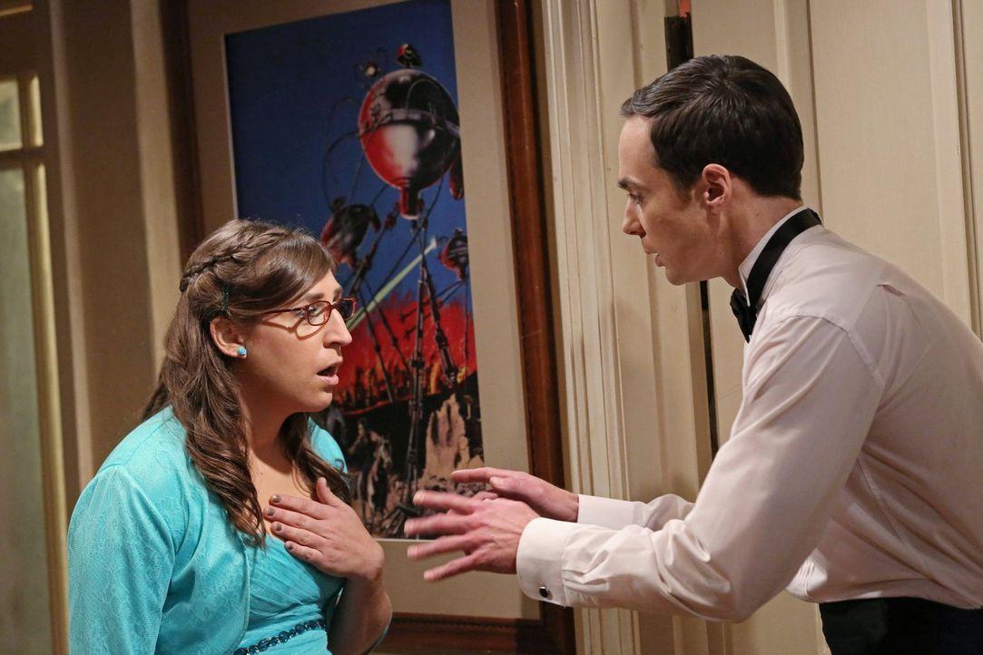 Amy (Mayim Bialik, l.) und Sheldon (Jim Parsons, r.) erleben einen ganz besonderen Abend ... - Bildquelle: Warner Bros. Television