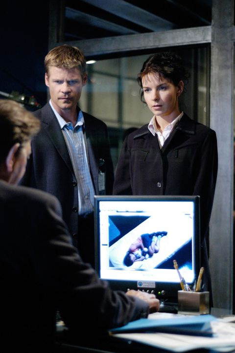 Werden Tom (Joel Gretsch, l.) und Diana (Jacqueline McKenzie, r.) das Rätsel um die Rückkehrer lösen können? - Bildquelle: Viacom Productions Inc.