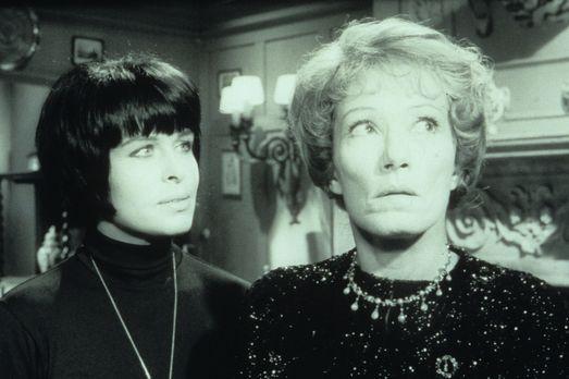 Edgar Wallace: Neues vom Hexer - Lady Aston (Brigitte Horney, r.) und Margie...