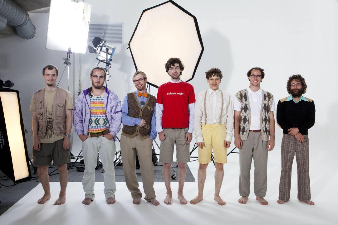 Einer der Nerds bekommt heute einen komplett neuen Look verpasst (v.l.n.r.): Marius, Frank, Kevin, Michael, Cedric, Sven und Helge - Bildquelle: Charlie Sperring ProSieben