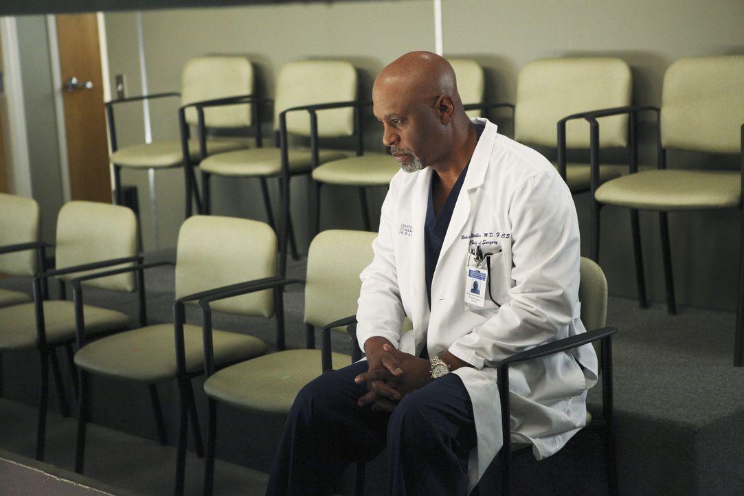 Gemeinsam mit seinem Team, gibt Webber (James Pickens, Jr.) alles, um die Opfer des Amoklaufs zu retten ... - Bildquelle: ABC Studios