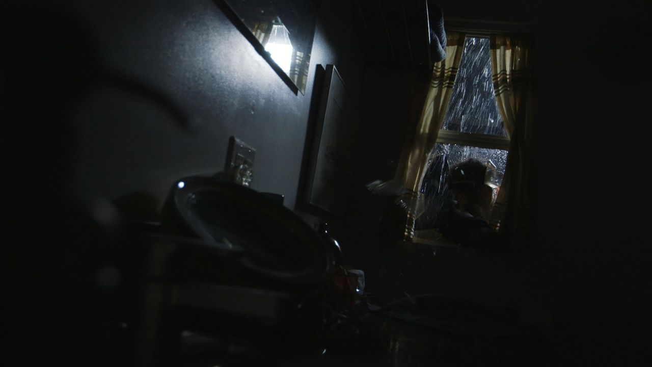 Stürmischer Überfall: Während eines starken Unwetters bricht nachts ein Mann in das Haus der 67-jährigen Alice Hufnagle ein und tötet die sechsfache... - Bildquelle: LMNO Cable Group