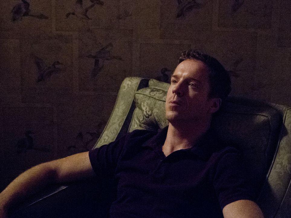 Das dichte Netz aus Lügen und Intrigen schnürt Brody (Damian Lewis) so langsam die Luft ab. Erst spät merkt er, dass er den Überblick über sein... - Bildquelle: 20th Century Fox International Television