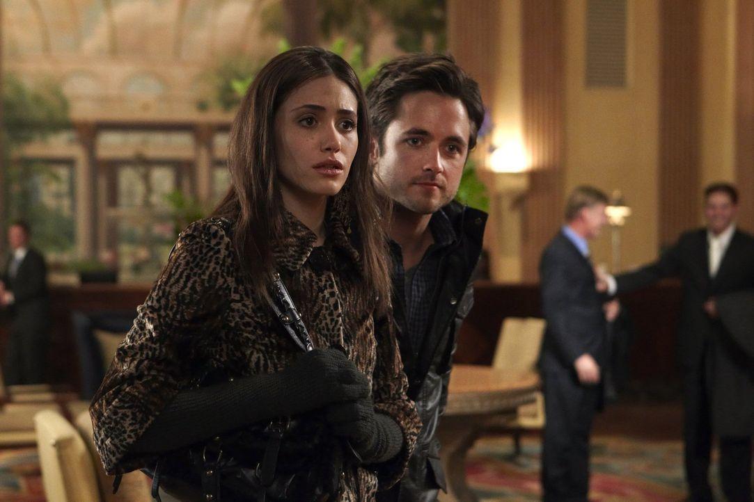 Sämtliche Geschwister sind versorgt, da willigt Fiona (Emmy Rossum, l.) auf Steves (Justin Chatwin, r.) Angebot ein ... - Bildquelle: 2010 Warner Brothers