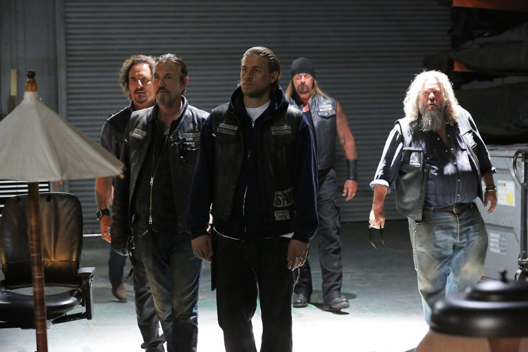 Die neue Zusammenarbeit mit der Latina-Bande lohnt sich sofort: (v.l.n.r.) Tig (Kim Coates), Chibs (Tommy Flanagan), Jax (Charlie Hunnam), Quinn (Ru... - Bildquelle: Prashant Gupta 2013 Twentieth Century Fox Film Corporation and Bluebush Productions, LLC. All rights reserved.