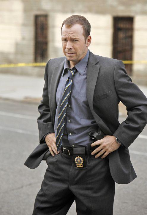 Während der Feier zur Aufnahme von Jamie in die Reihen des New York Police Department wird sein großer Bruder Danny (Donnie Wahlberg) zu einem Entfü... - Bildquelle: 2010 CBS Broadcasting Inc. All Rights Reserved