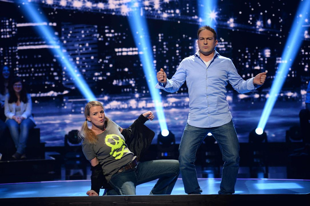 """""""Jetzt wird's schräg"""" mit Mirja Boes (l.) und Alexis Kara (r.) ... - Bildquelle: Willi Weber SAT.1"""