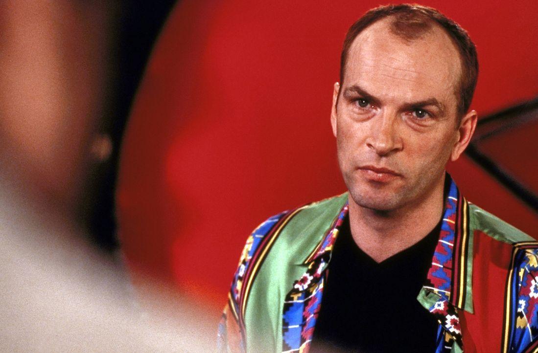 Als Markus (Herbert Knaup) bei einer Single-Show ein Wochenende mit der attraktiven Louisa gewinnt, ahnt er nicht, dass die Begegnung mit der attrak... - Bildquelle: Rolf von der Heydt ProSieben