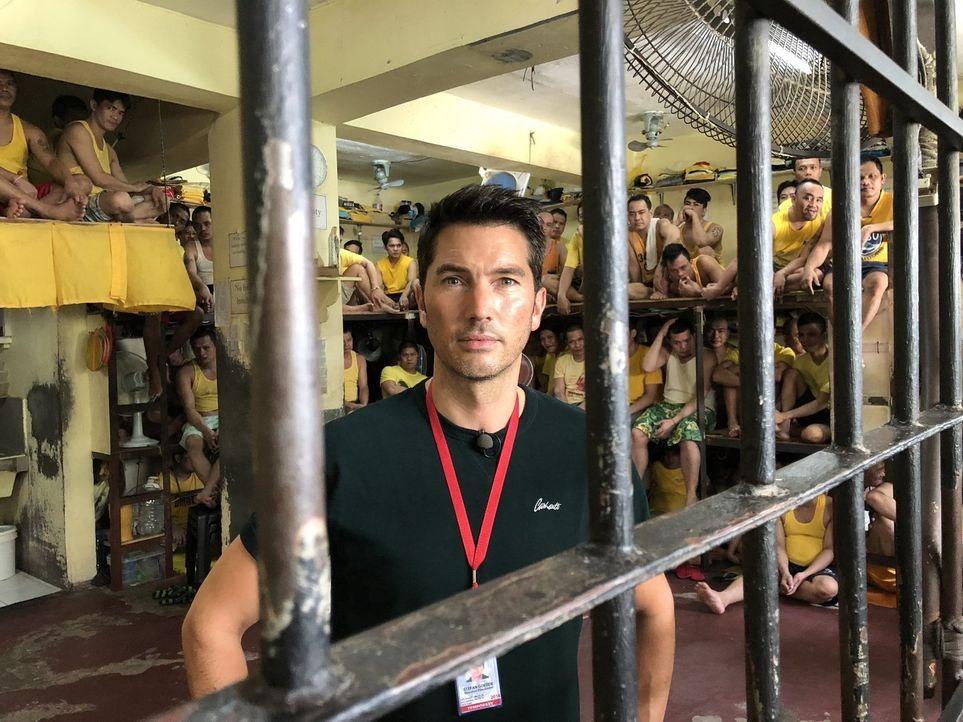 Stefan Gödde findet auf einer Reise rund um den Globus heraus, mit welchen Methoden Gefängnisse in den USA, den Philippinen und Finnland arbeiten. - Bildquelle: ProSieben