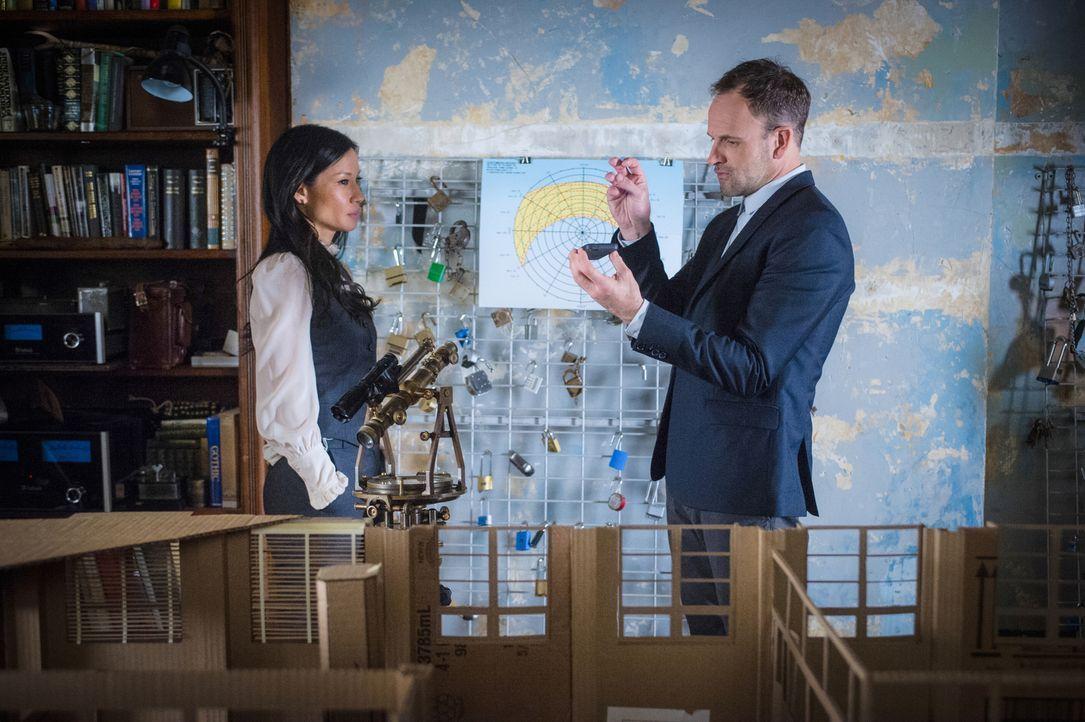 (v.l.n.r.) Dr. Watson (Lucy Liu); Sherlock Holmes (Jonny Lee Miller) - Bildquelle: Jeff Neira 2017 CBS Broadcasting, Inc. All Rights Reserved/Jeff Neira