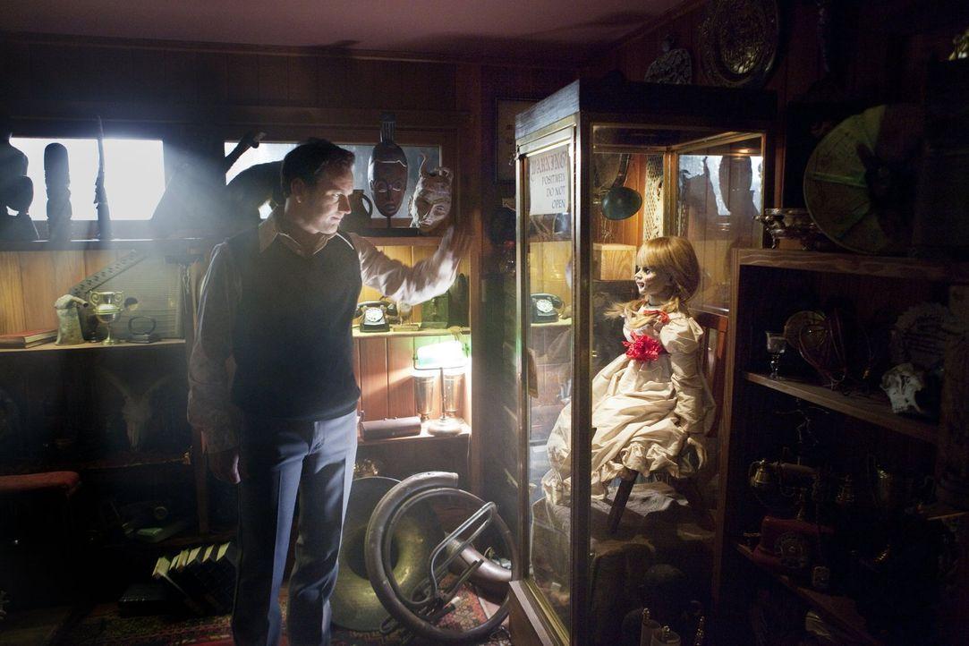 Schon bald wird Geisterjäger Ed (Patrick Wilson) klar, dass einer der Dämonen besonders rachsüchtig ist. Er befürchtet, dass die Familie Perron auch... - Bildquelle: Warner Brothers