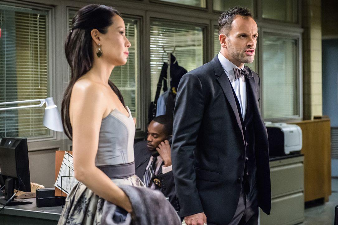 Ein Dreamteam unter den Ermittlern: die pragmatische, besonnene Dr. Watson (Lucy Liu, l.) und der sprudelnde Feuerkopf Sherlock Holmes (Jonny Lee Mi... - Bildquelle: CBS Television