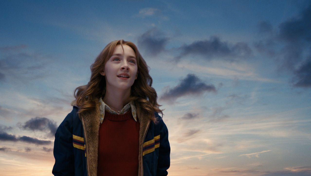 In einer magischen Welt zwischen Himmel und Erde gefangen, kann Suzie (Saoirse Ronan) beobachten, wie ihre Familie mit ihrem gewaltsamen Tod nicht f... - Bildquelle: 2009 DW Studios L.L.C. All Rights Reserved.