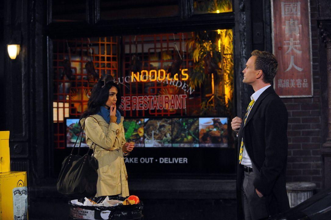Ihr geplanter romantischer Abend wird durch eine Anhäufung schlimmer Dinge ruiniert: Barney (Neil Patrick Harris, r.) und Nora (Nazanin Boniadi, l.... - Bildquelle: 20th Century Fox International Television