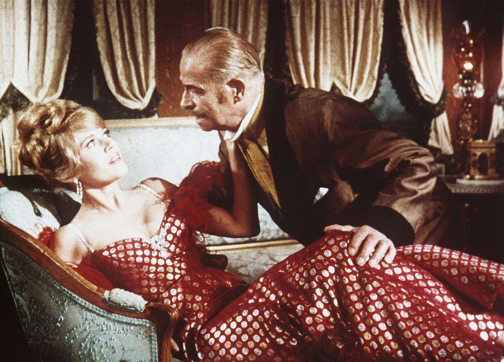 Der skrupellose Geschäftsmann Sir Harry Percival (Reginald Denny, r.) bedrängt die hübsche Cat Ballou (Jane Fonda, r.) ... - Bildquelle: Columbia Pictures