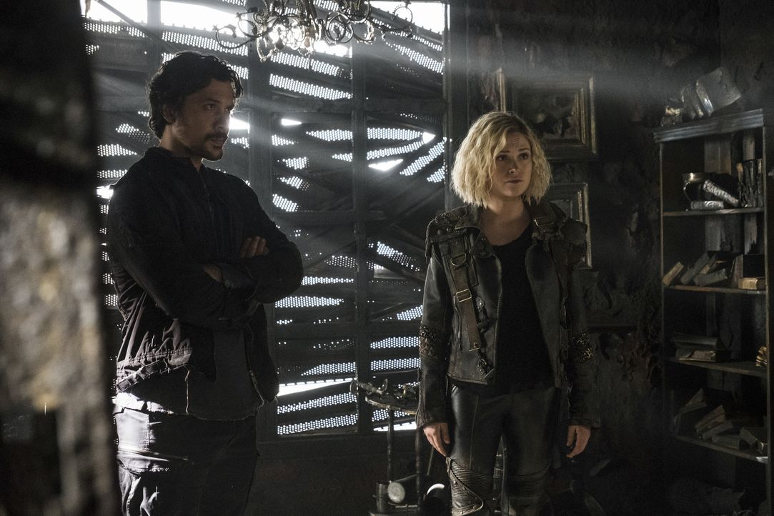 Bellamy (Bob Morley, l.); Clarke (Eliza Taylor, r.) - Bildquelle: Katie Yu 2018 The CW Network, LLC. All rights reserved/Katie Yu