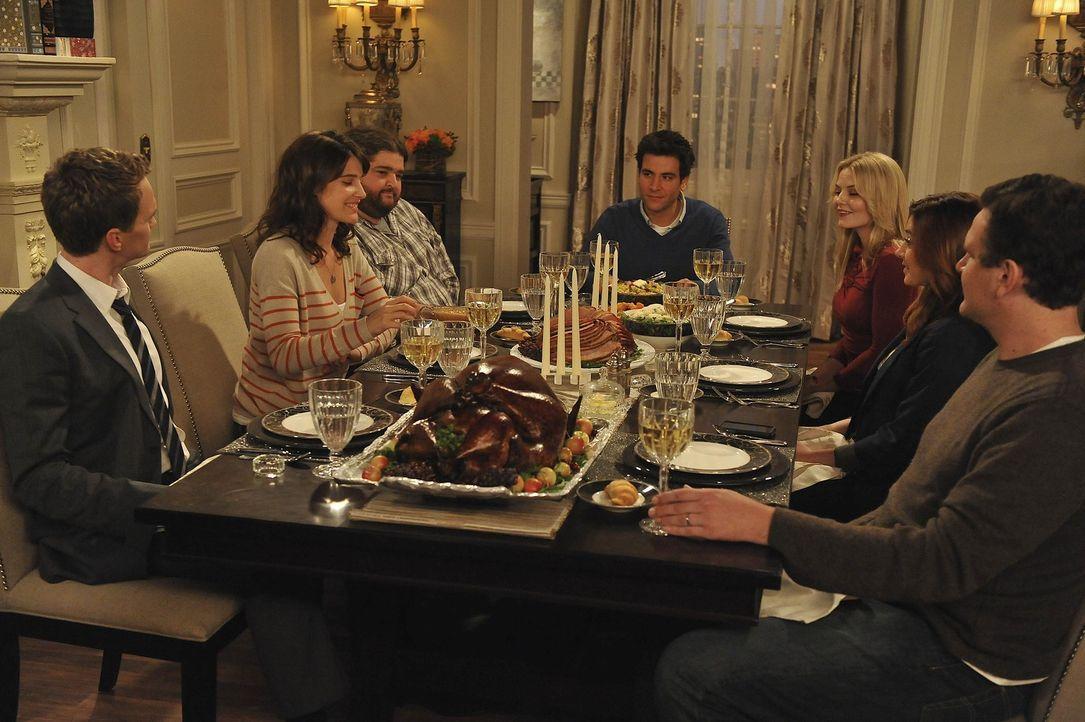 Erleben gemeinsam ein ganz besonders Thanksgivingsfest: (v.l.n.r.) Barney (Neil Patrick Harris), Robin (Cobie Smulders), Blitz (Jorge Garcia), Ted (... - Bildquelle: 20th Century Fox International Television