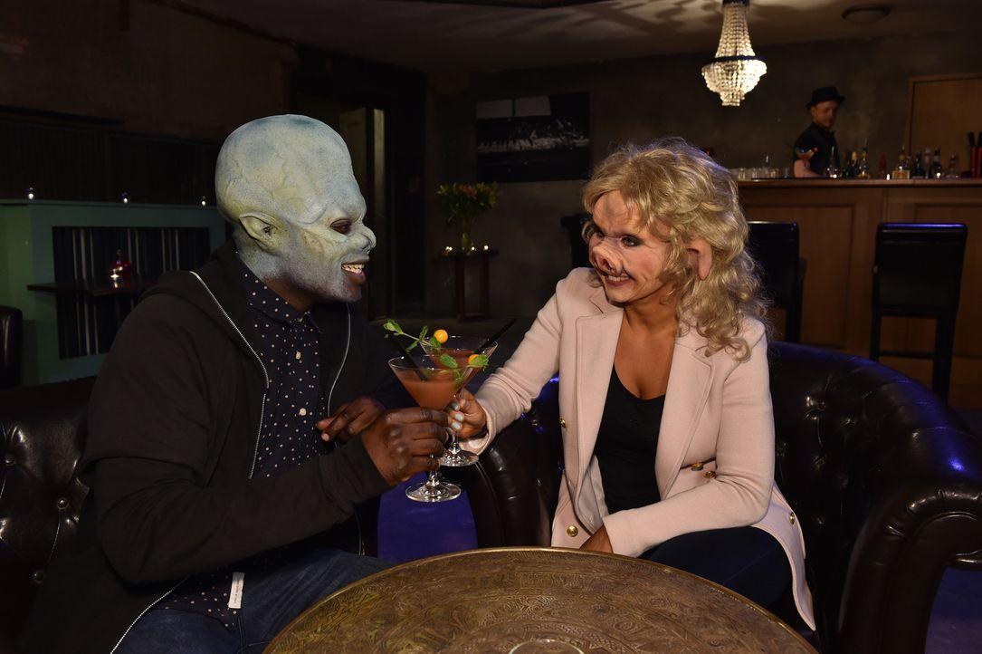 Jerrad (l.) und Sarah (r.) wissen, dass ihnen ein hübsches Gesicht bei diesem Date nichts bringen wird ... - Bildquelle: Andre Kowalski Sixx