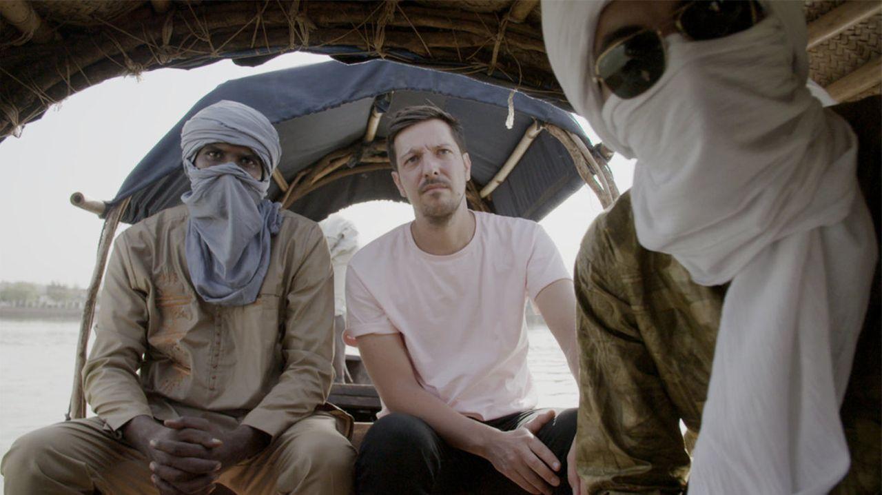 Mit einem einheimischen Kontaktmann lernt Thilo Mischke (M.) Mali auch abseits des Camps kennen. Wie leben Malis Einwohner? Hat sich die Lage seit d... - Bildquelle: ProSieben