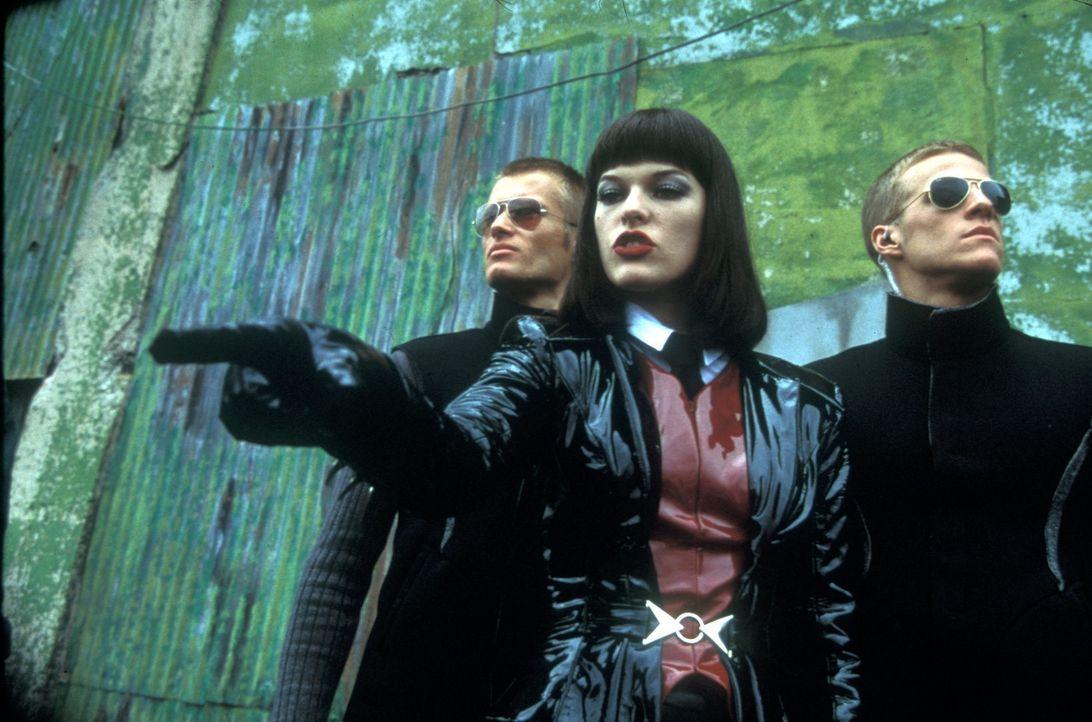 Mugatos Assistentin Katinka (Milla Jovovich, M.) kennt keinerlei Skrupel ... - Bildquelle: Melinda Sue Gordon TM &  2001 by Paramount Pictures. All Rights Reserved.