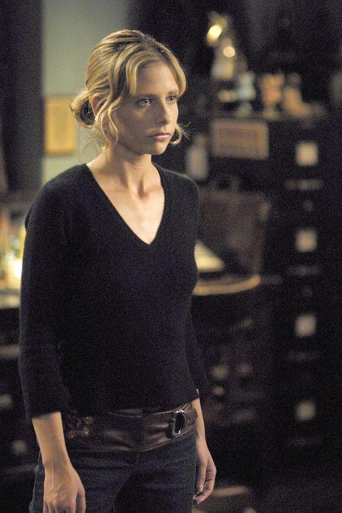 Buffy (Sarah Michelle Gellar) kann einen Angriff verhindern, doch ihre Kraft reicht nicht aus, um Willow zu besiegen, da diese jetzt eine Überhexe i... - Bildquelle: TM +   Twentieth Century Fox Film Corporation. All Rights Reserved.