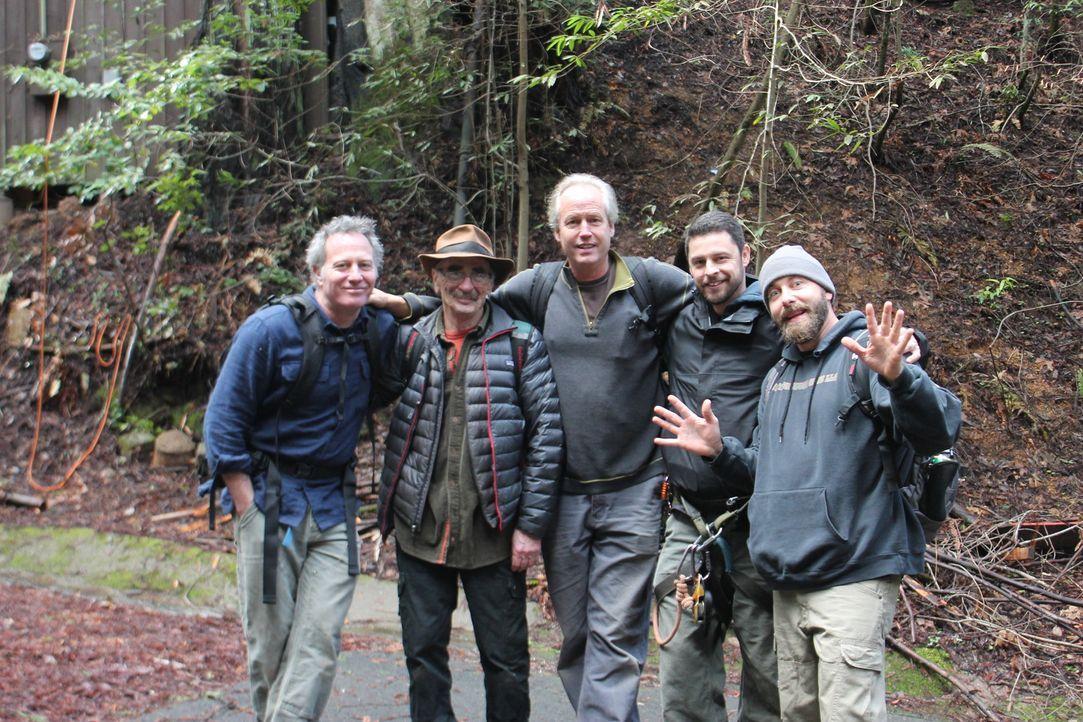 Jason (l.), Michael (2.v.l.), B'fer (M.) und KA-V (r.) reisen durchs Land und kreieren gemeinsam mit ihrer Treehouse-Crew maßgeschneiderte Baumhäuse... - Bildquelle: 2016,DIY Network/Scripps Networks, LLC. All Rights Reserved.