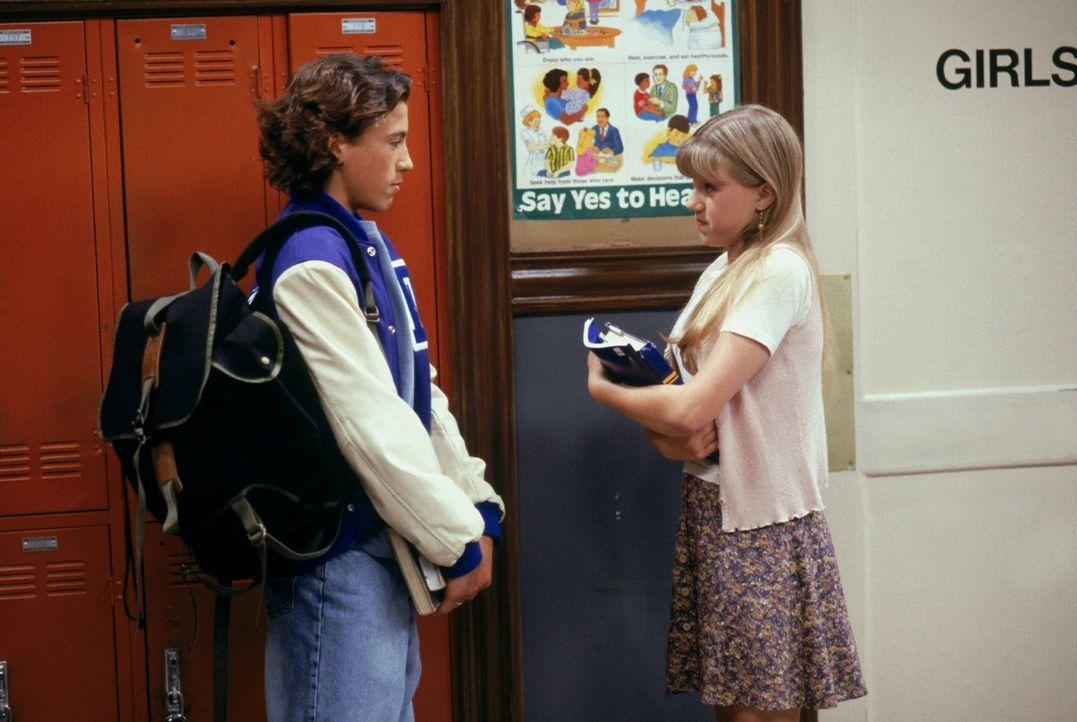 Als Ryan (Andrew Keegan, l.) Stephanie (Jodie Sweetin, r.) zu einem Date einlädt, ist diese überglücklich, doch das Hochgefühl hält nicht lange an .... - Bildquelle: Warner Brothers Inc.