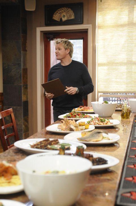 Sternekoch Gordon Ramsay beurteilt, ob das Café Tavolini mit den Gerichten, die sie servieren, Gewinne erzeugen können ... - Bildquelle: Fox Broadcasting.  All rights reserved.