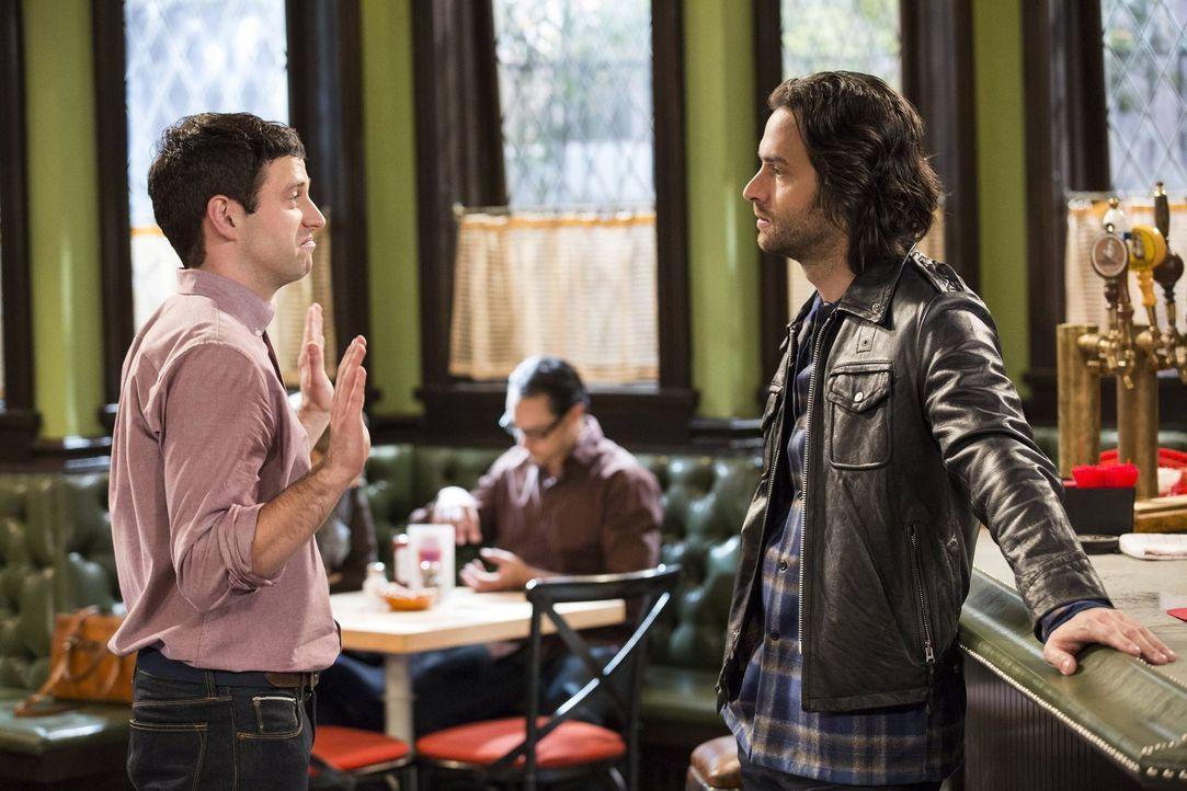 Um sich an Danny (Chris D'Elia, r.) zu rächen, lässt Justin (Brent Morin, l.) eine Bombe platzen ... - Bildquelle: Warner Brothers